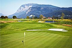 Giocare a golf immerso nella natura