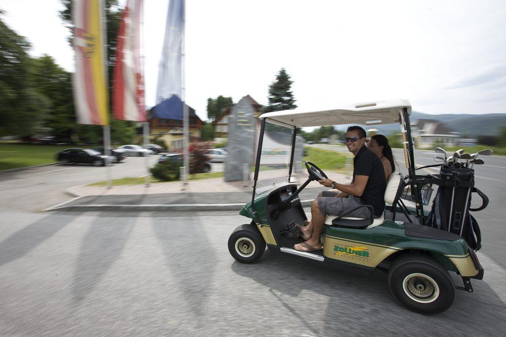 das Hotel Zollner verfügt über ein eigenes Golfcar